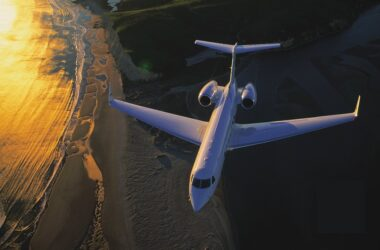 How can businesses save money with private jet charter?