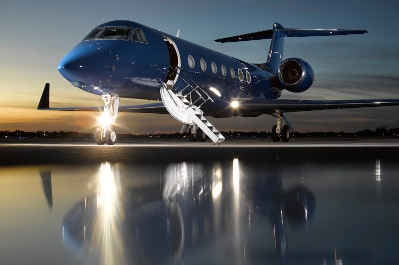 How much does it cost to charter a private jet: prices. Gulfstream G550 with stunning cometics, USA, price on request.