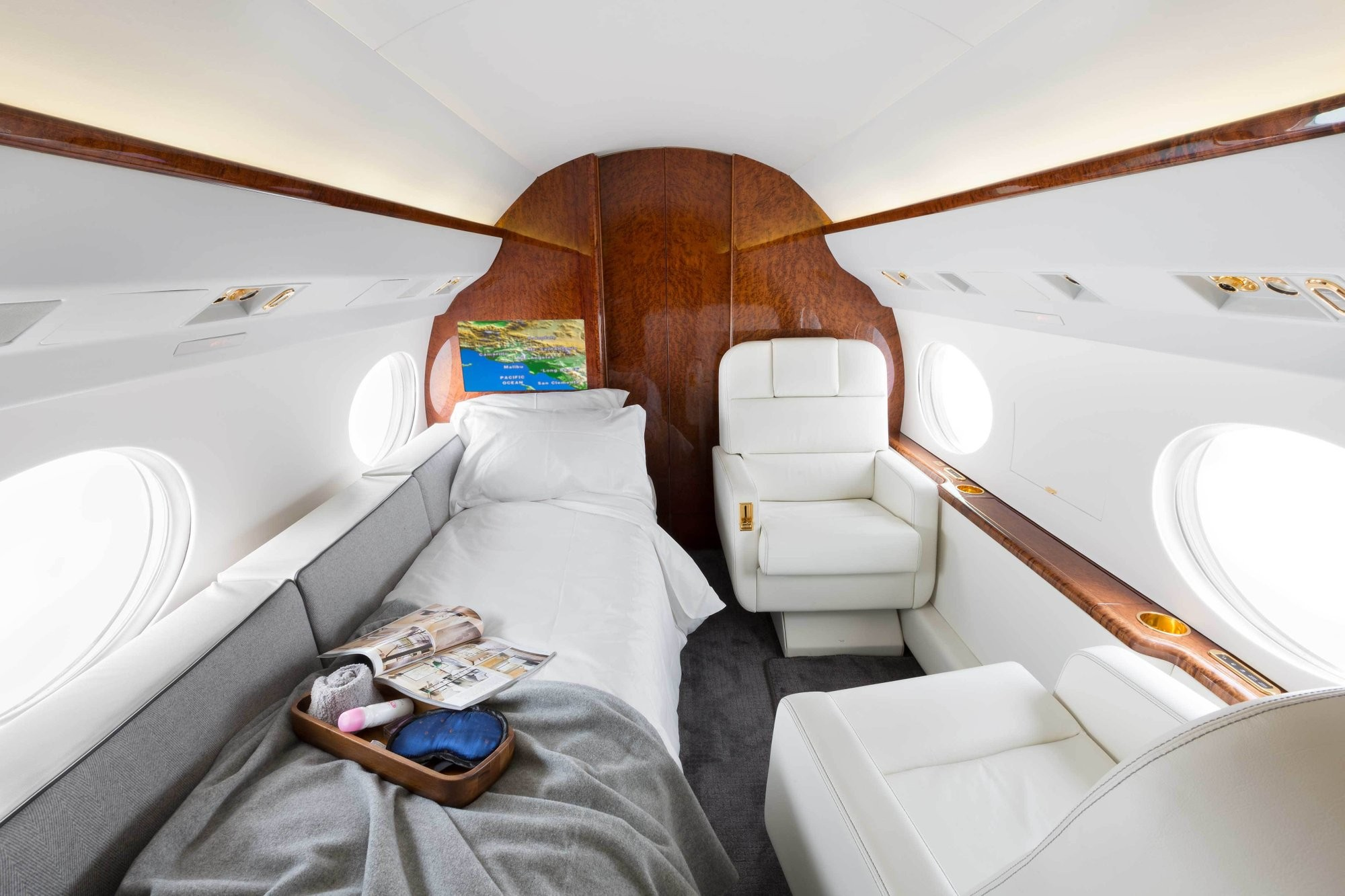 How much does it cost to charter a private jet: prices. 1992 Gulfstream IV SP, Van Nuys, CA, USA, price on request.