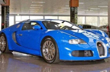 Light blue Veyron with matching Mercedes Atego trailer
