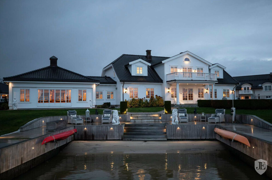 What is Nordic luxury? House on the coast of Norway with a jetty and pool.