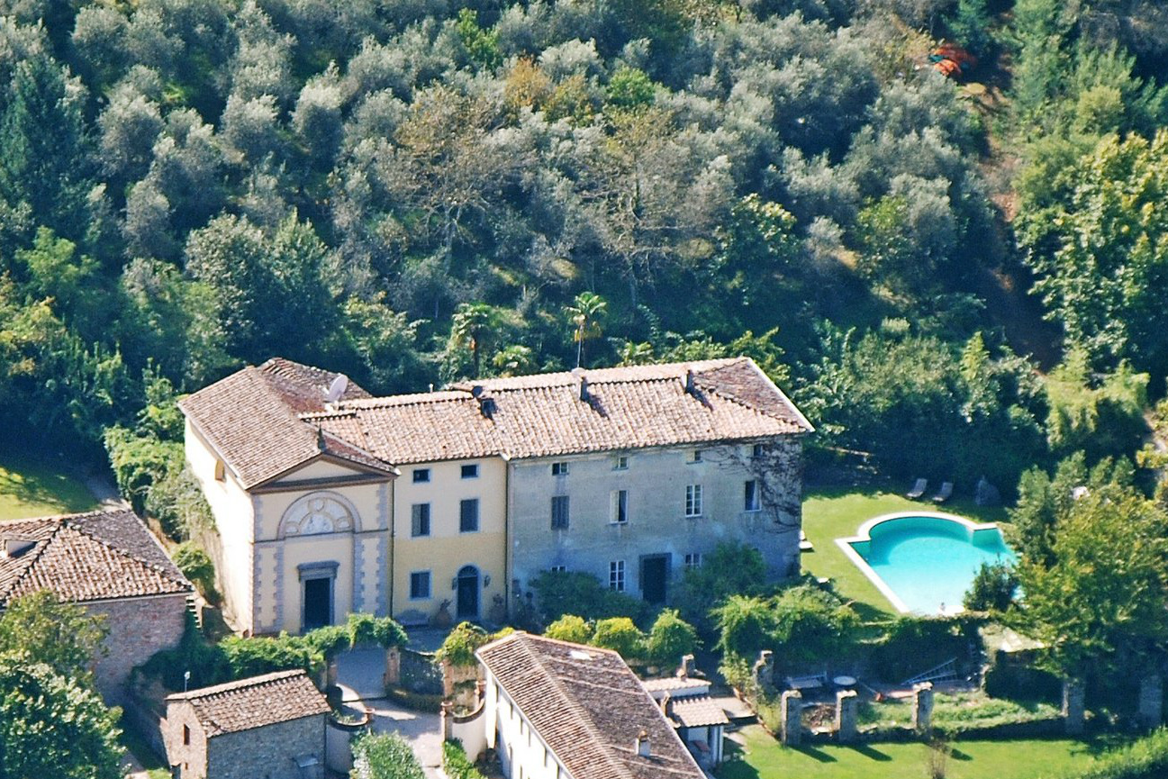 Prime locations of Tuscany: from authentic chateaus of Cortona to resort-style villas of Monte Argentario ()