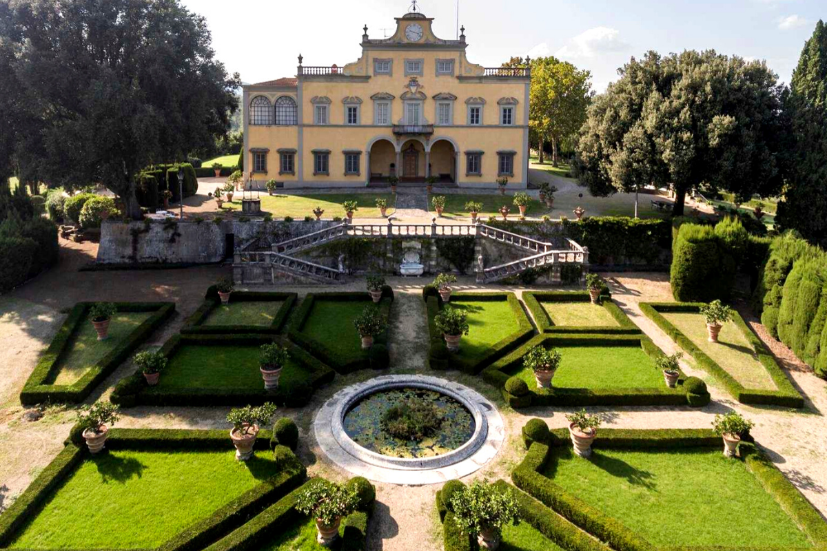 Castle-like homes: Castle in Florence, Tuscany, italy -- the former home of Da Vinci's muse (apprpx. US$32,704,498).