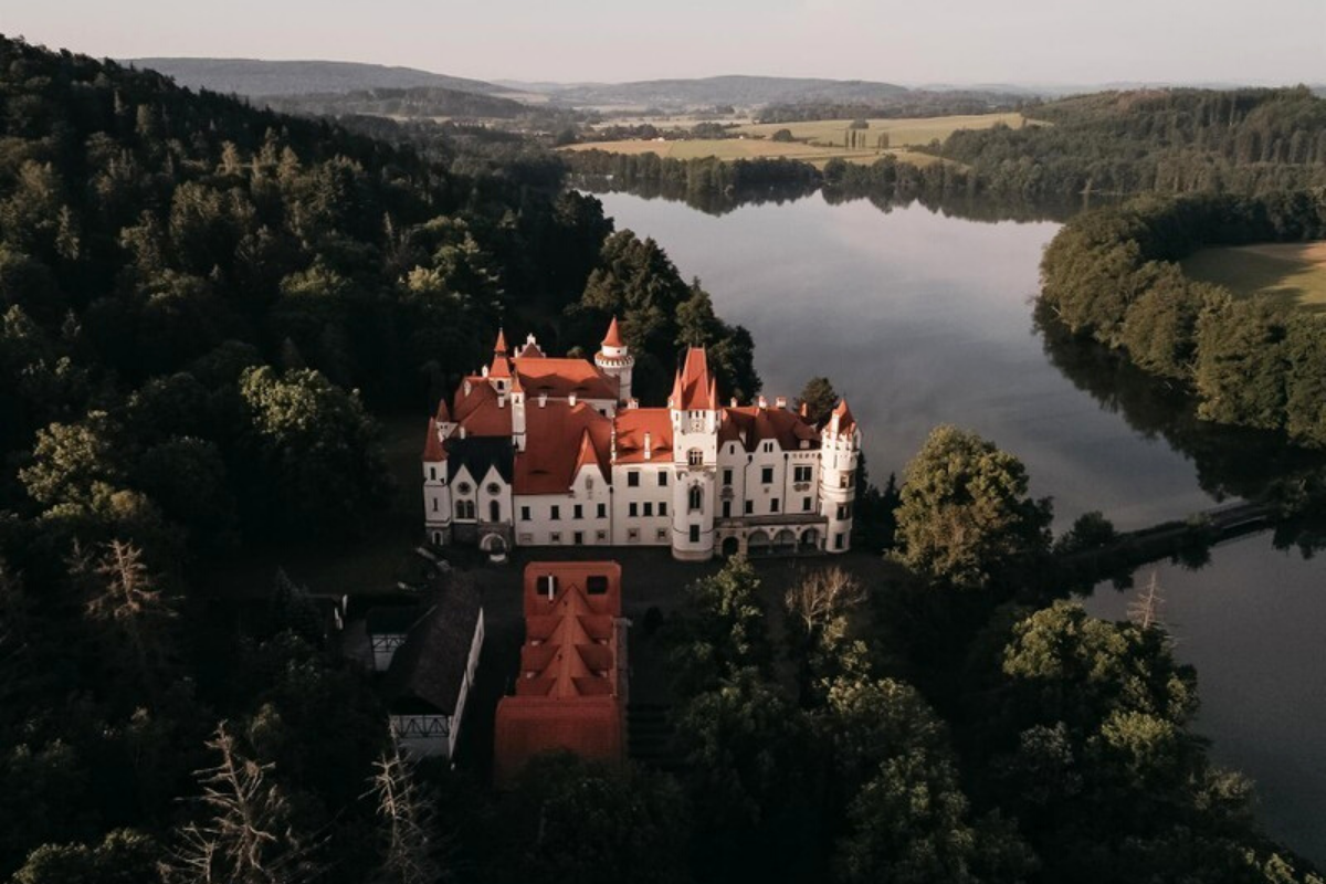 Castle-like homes: Romantic chateau Žinkovy surrounded by forests and water, Plzen Mesto, the Czech Republic (approx. US$28,888,973).