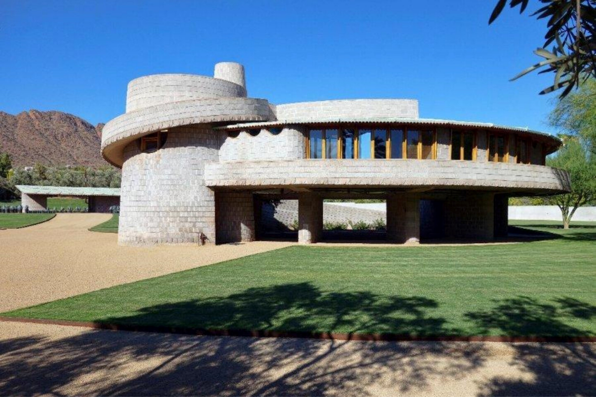 Castle-style homes: House designed by Frank Lloyd Wright, completed in 1952, Phoenix, US (US$9,999,999).