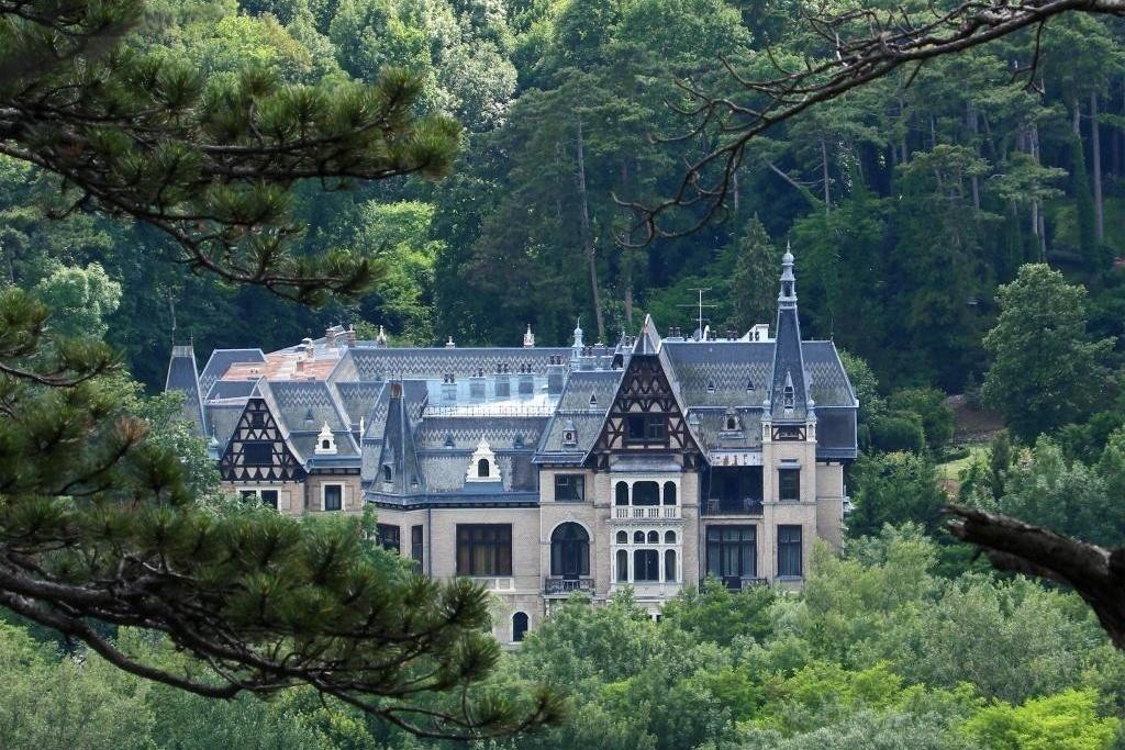 Castle-like homes: Castle near Vienne, Austria (approx. US$14,171,949).