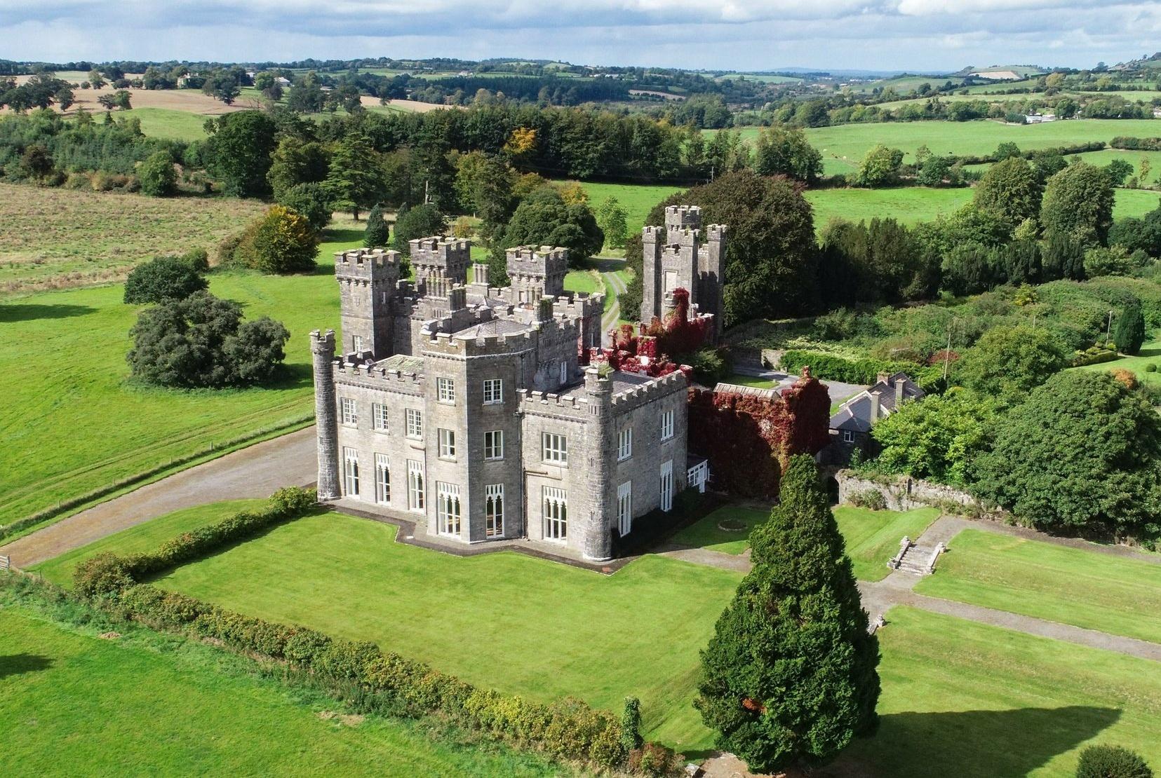 Modern castle houses: Knockdrin castle, Leinster, Ireland (appox. US$5,428,144).