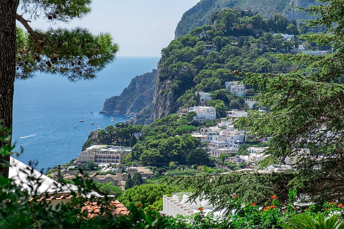 Best luxury real estate agencies: villa for sale by Italy Sotheby's International Realty