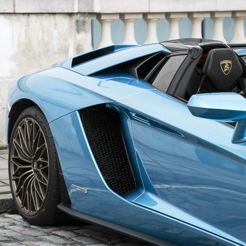 Best Lamborghini colors: Lamborghini Aventador S Roadster LP740-4, blue