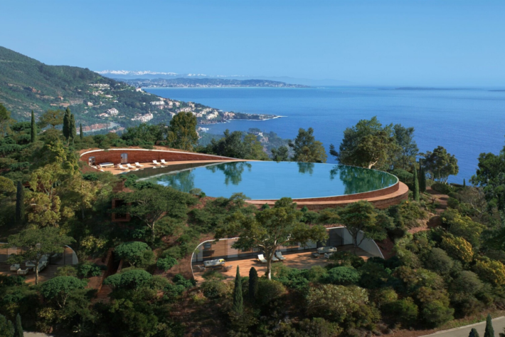 Best infinity pools in the world: one of the best infinity edge plunge pools located in a designed villa in Theoule sur Mer, the concentration of the best infinity pools with a view.