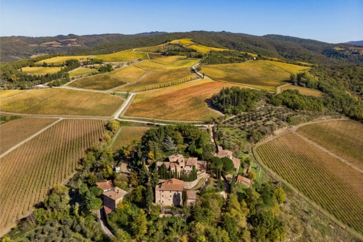 Top luxury real estate companies: glamorous property in Tuscany, Italy for sale by real Soteby