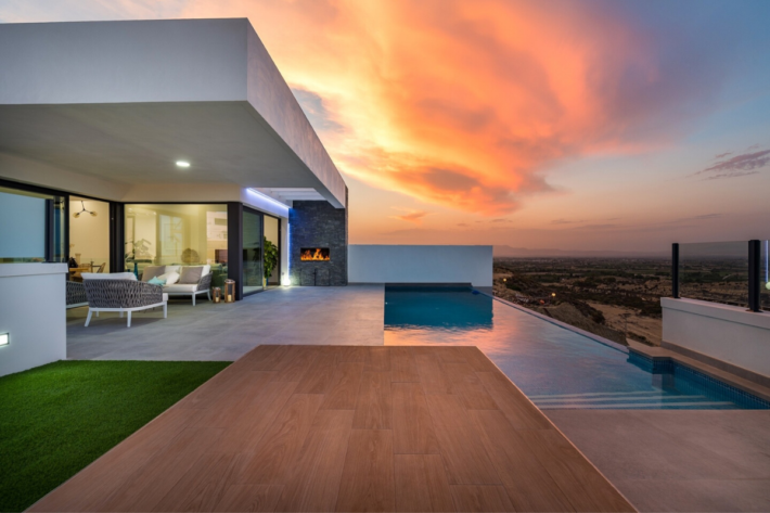 Best infinity pools in the world: one of the best infinity edge plunge pools located in a villa in Costa Blanca, the concentration of the best infinity pools with a view.