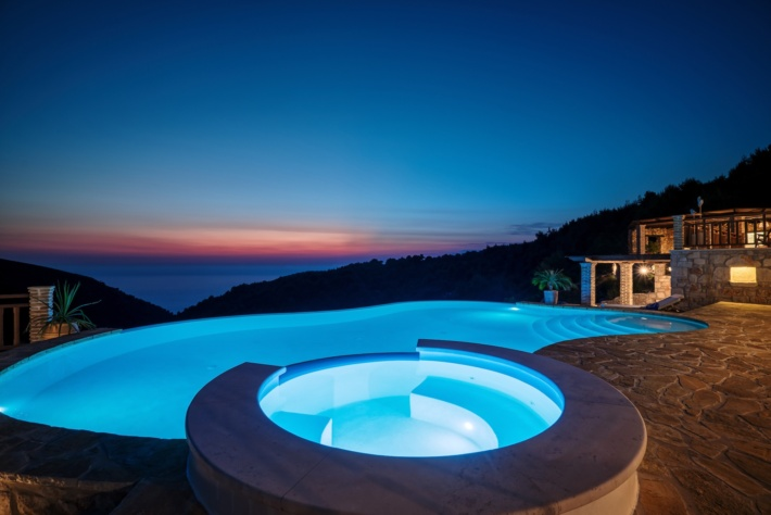 Best infinity pools in the world: one of the best infinity edge plunge pools located in a villa in Greece, the concentration of the best infinity pools with a view. There