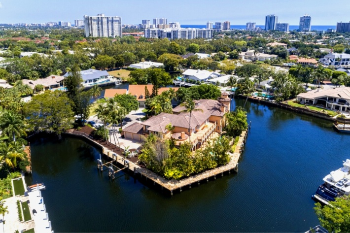 Top luxury real estate companies: five-star luxury property Florida, Fort Lauderdale for sale by Sotheby