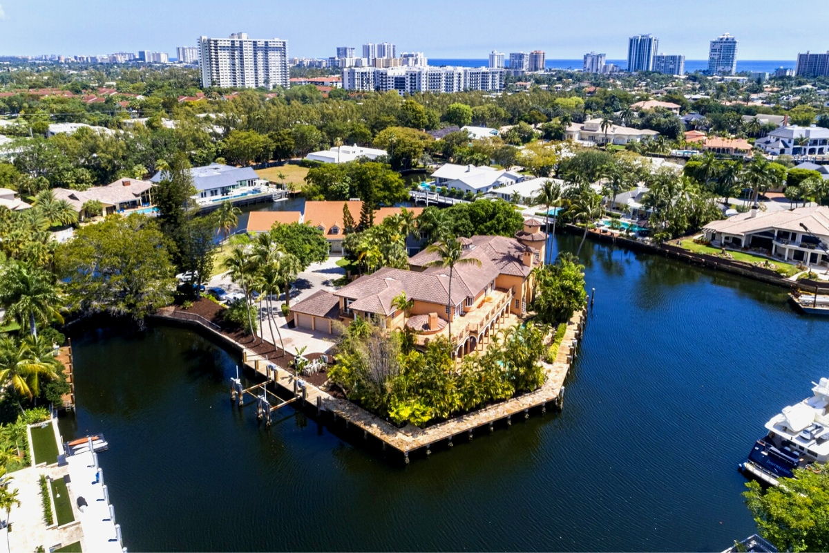 Top luxury real estate companies: five-star luxury property Florida, Fort Lauderdale for sale by Sotheby's brokerage