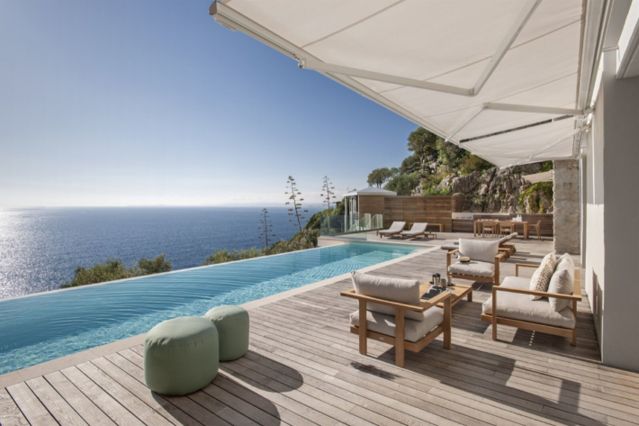 Best infinity pools in the world: one of the best infinity edge plunge pools located in a building in Nice, the concentration of the best infinity pools with a view.