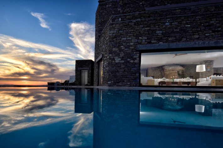 Best infinity pools in the world: one of the best infinity edge plunge pools located in a villa in Greece, the concentration of the best infinity pools with a view. The best place for couples.