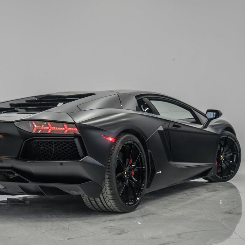 Best Lamborghini colors: 2014 Lamborghini Aventador, black