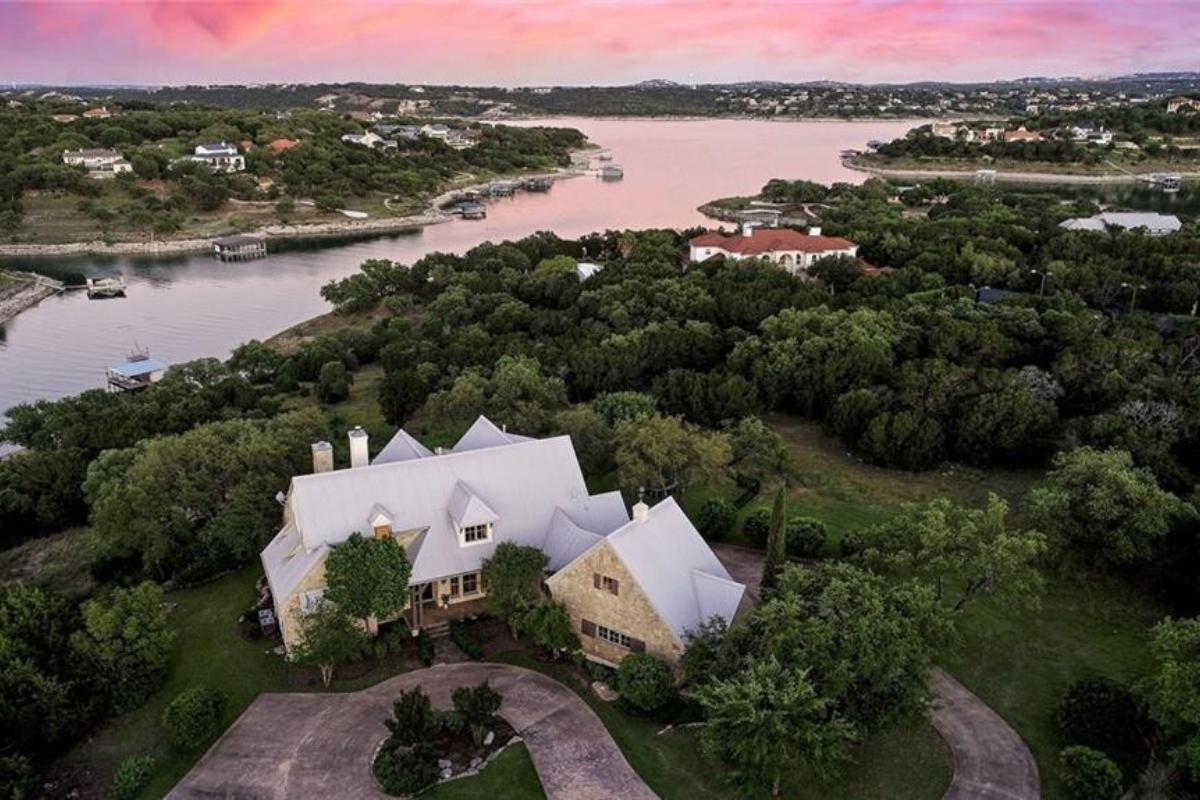 Luxury real estate companies: family home for sale by Engel & Völkers Austin Westlake real estate brokerages, TX, US