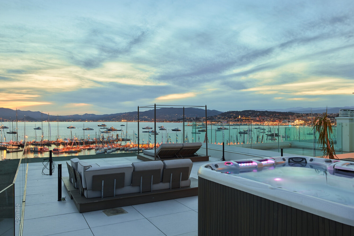Luxury real estate companies: elegant penthouse in Cannes for sale by John Taylor real estate agency