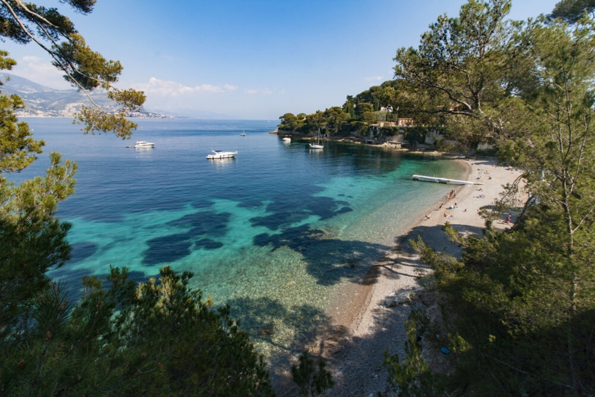 Paloma Plage is one of the best beaches in French Riviera, within Saint-Jean-Cap-Ferrat, one of best places to live in French Riviera, providing one of the best views in French Riviera, and not far from the best authentic medieval villages and towns in French Riviera
