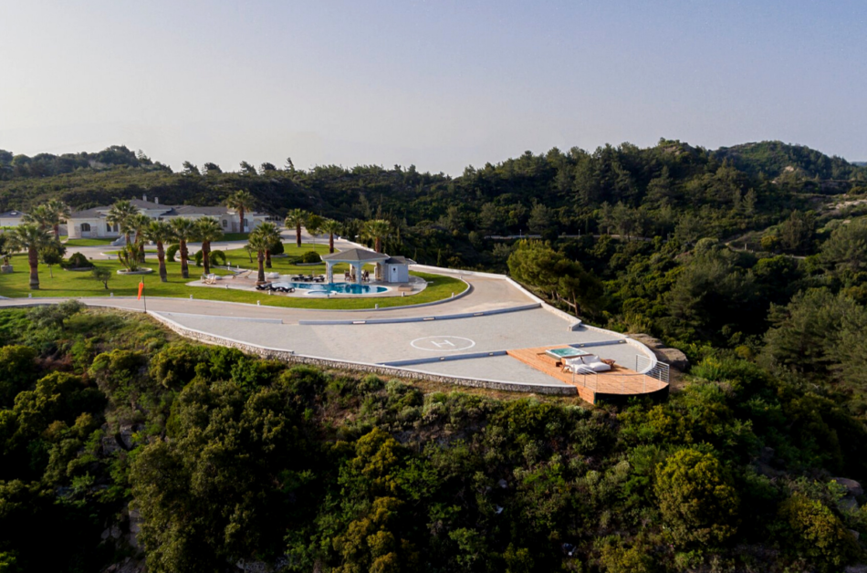 Top 12 Homes with Stunning Helipads