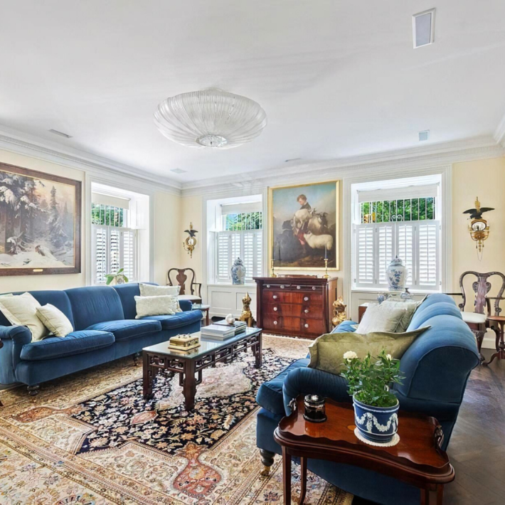 3 bedroom apartment next door to Jackie Kennedy's house in NYC. Other homes of Jacqueline (Jackie) Kennedy: Jackie O