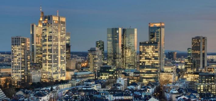 Buy property in Frankfurt: penhouses with a roofgarden, 160 Park View