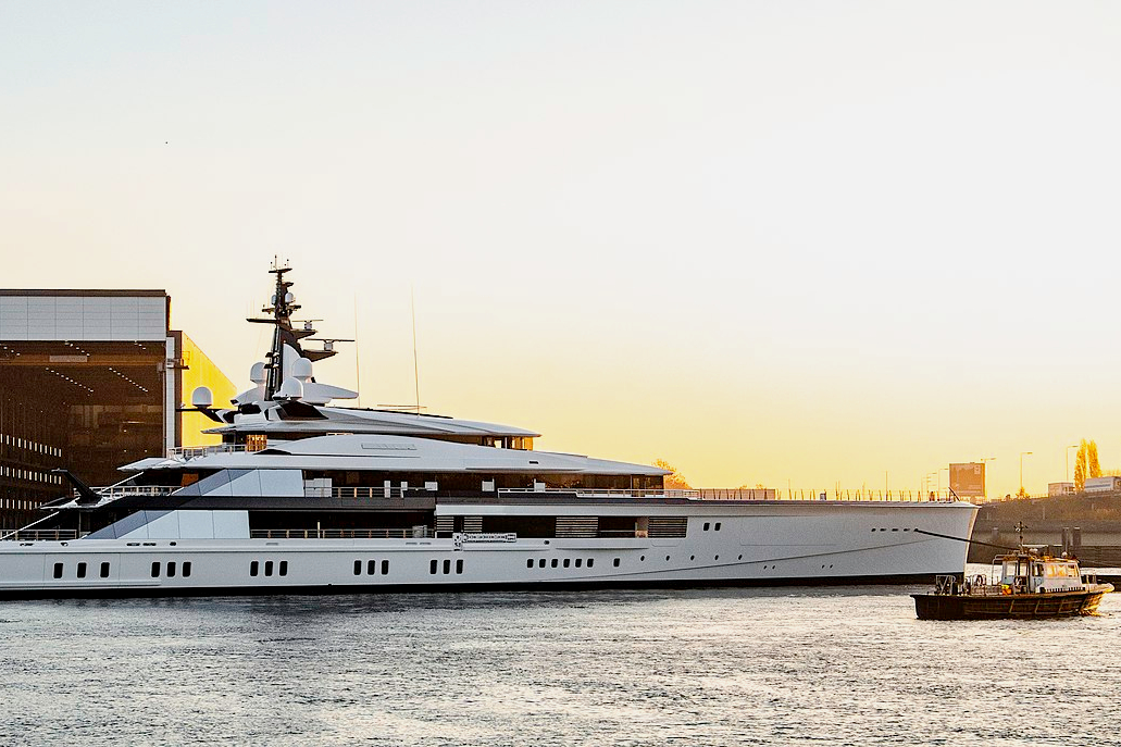 Best yacht brands, superyacht shipyards and millionaire yachts.