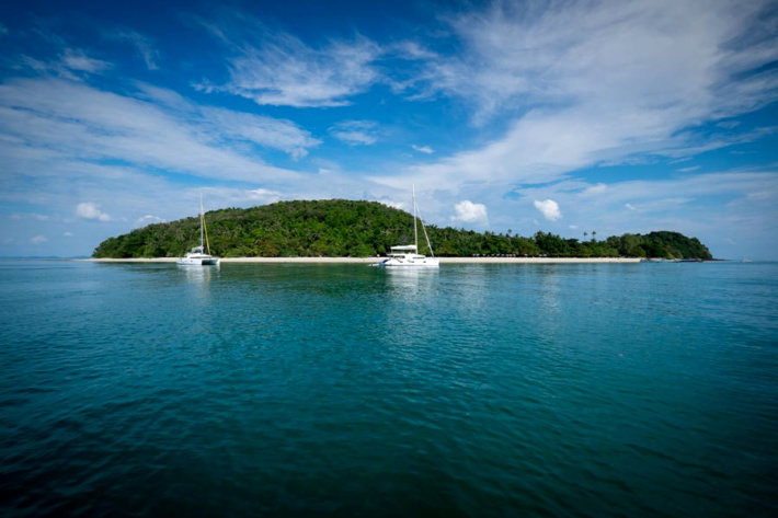 How much is a private island: 276 Rai, Phuket province, Thailand, $158,628,000.