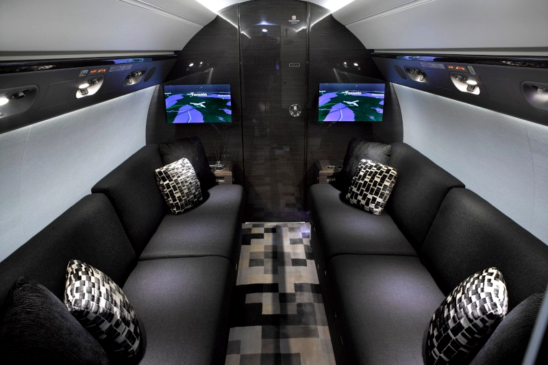 Buying private jet with a lavish bedroom: beautiful Gulfstream for sale