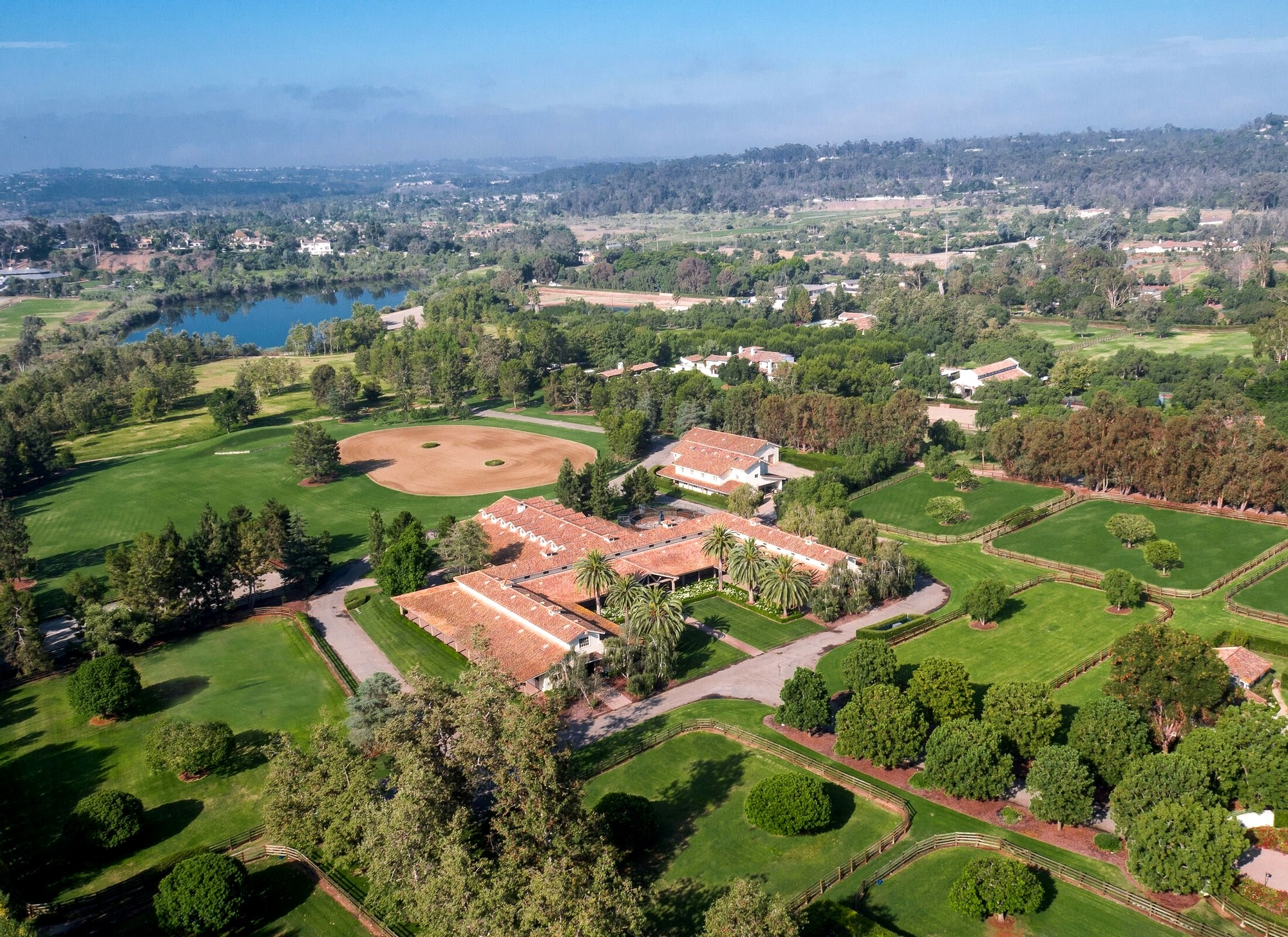 Luxury equestrian real estate for sale in Northen and Southern California