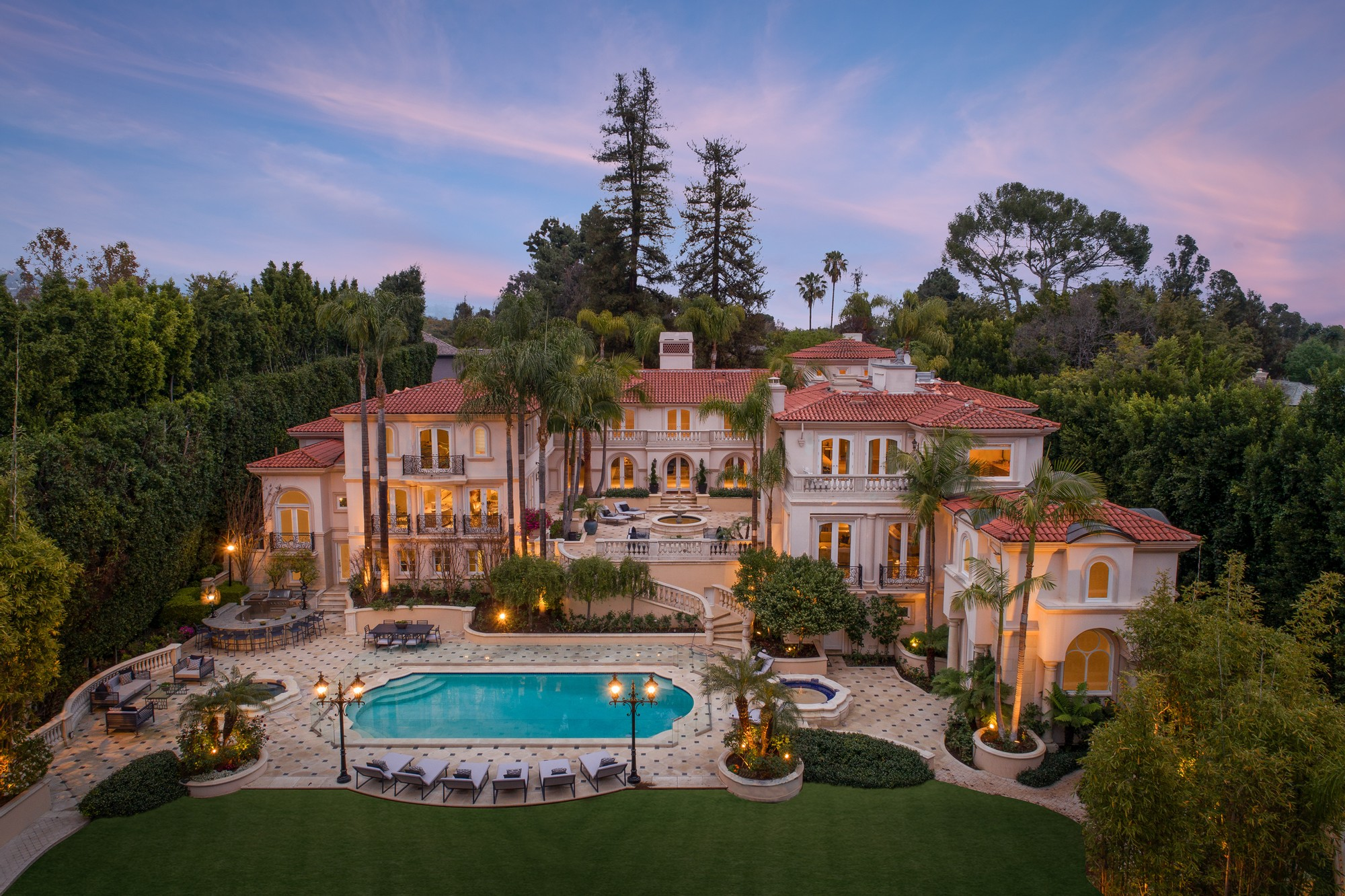 The biggest, most beautiful and most expensive mansions in the world