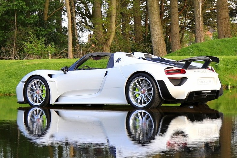 The best hybrid hypercar ever, of all times