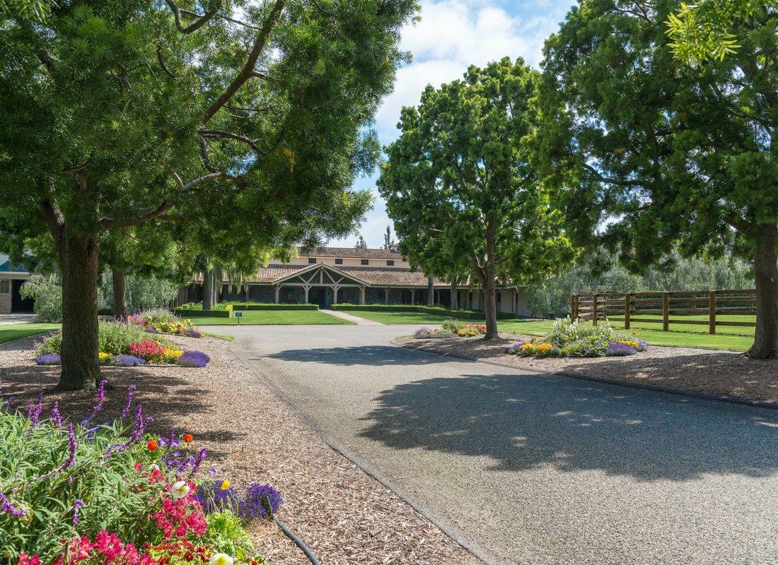 Tolula lake equestrian estate in California