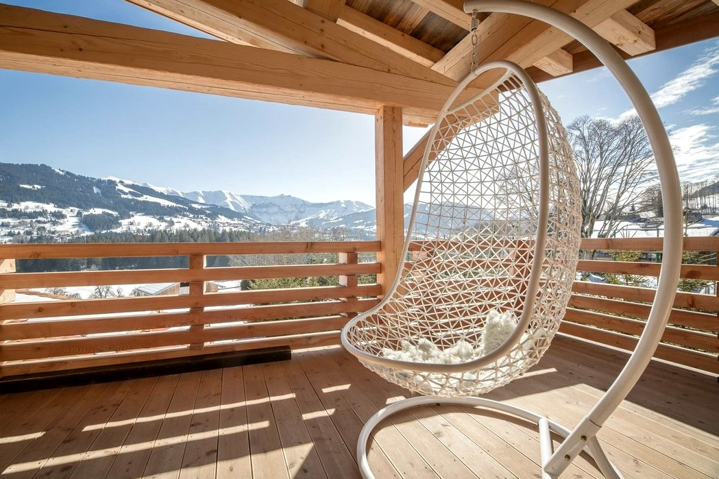 Luxury home rentals in Smoky mountains: Big Sky estate and wooden chalets1