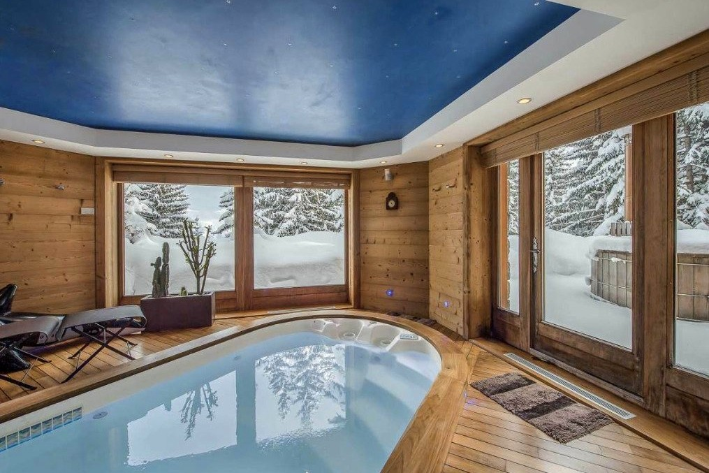 Luxury home rentals with ski lift in Mammoth mountain: alpine mountain chalets and bear crossing cabins.