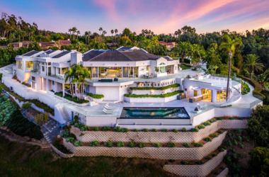 Top 10 Instagram Profiles of North America Luxury Agents to Follow
