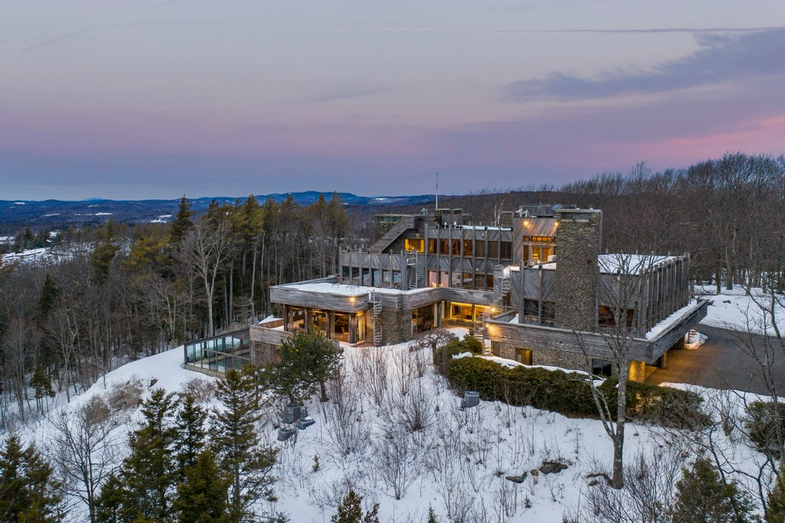 All luxury log cabin homes for sale near your location: search for homes worldwide by geo-location online on JamesEdition.