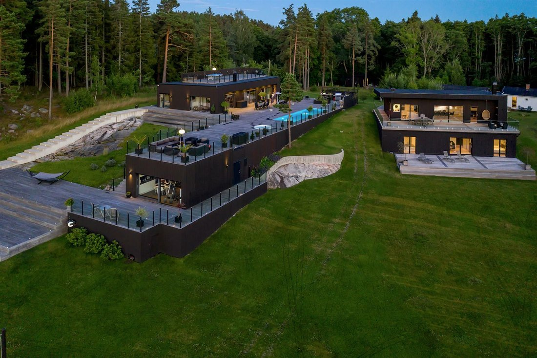 Luxury log cabin homes for sale in Wyoming, Michigan and Colorado