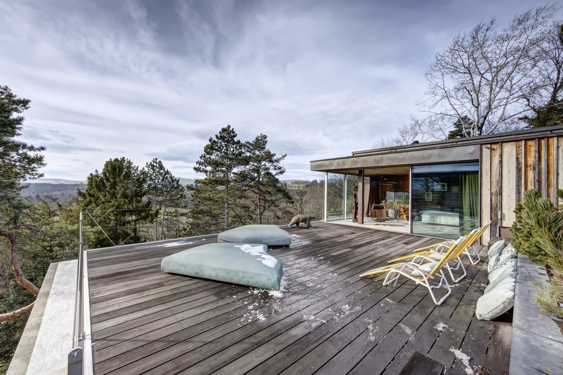 Luxury log homes for sale on the UK and Switzerland