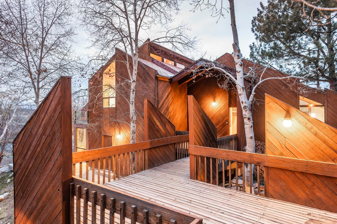 Large luxury log cabin: home plans