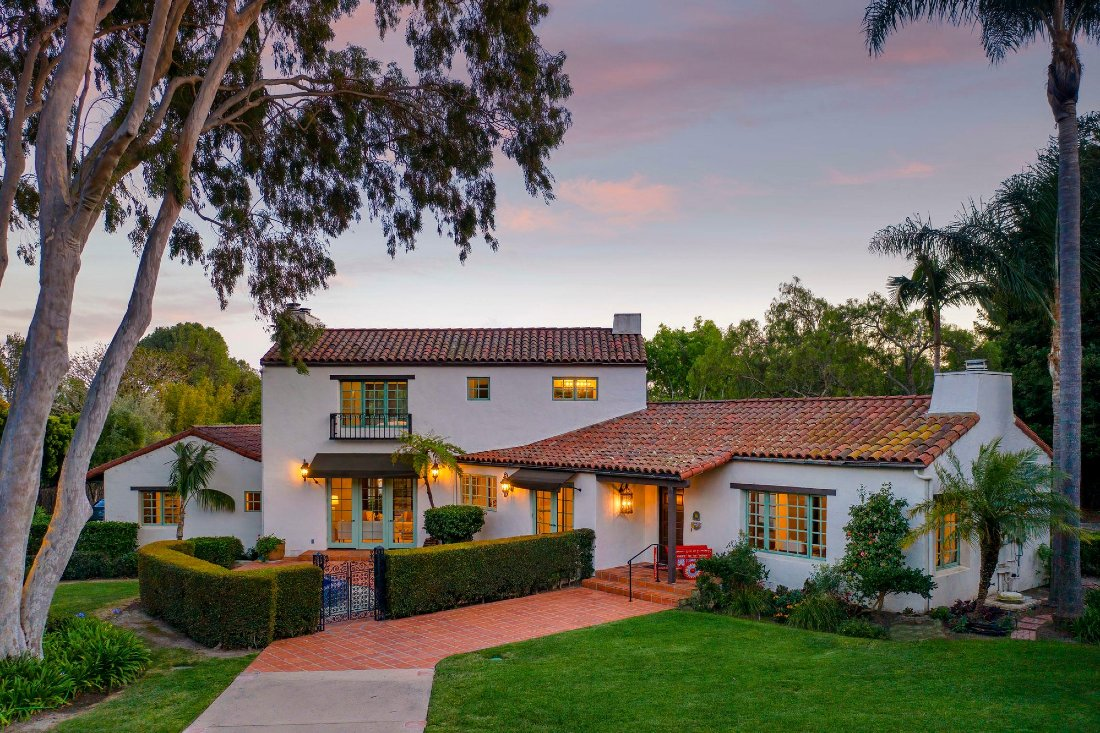 Santa Barbara style homes: Tuscan architecture style front porch on houses
