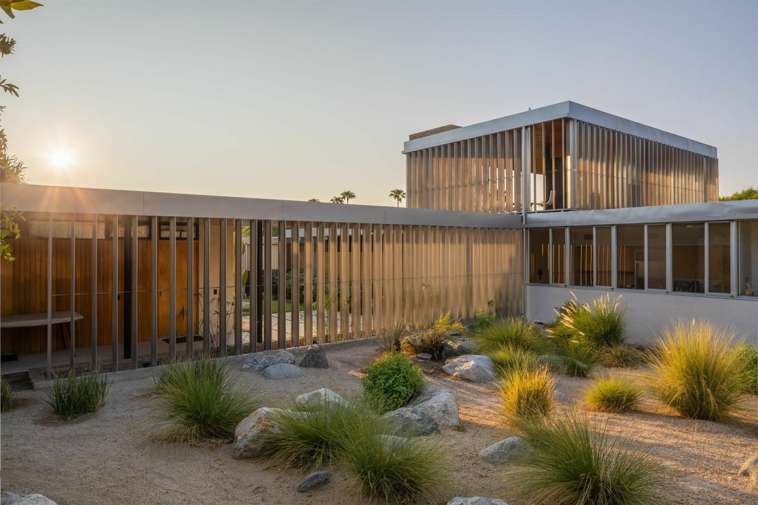 Kaufmann desert house by Richard Neutra: the analysis of the architecture project with floor plan and site plan.