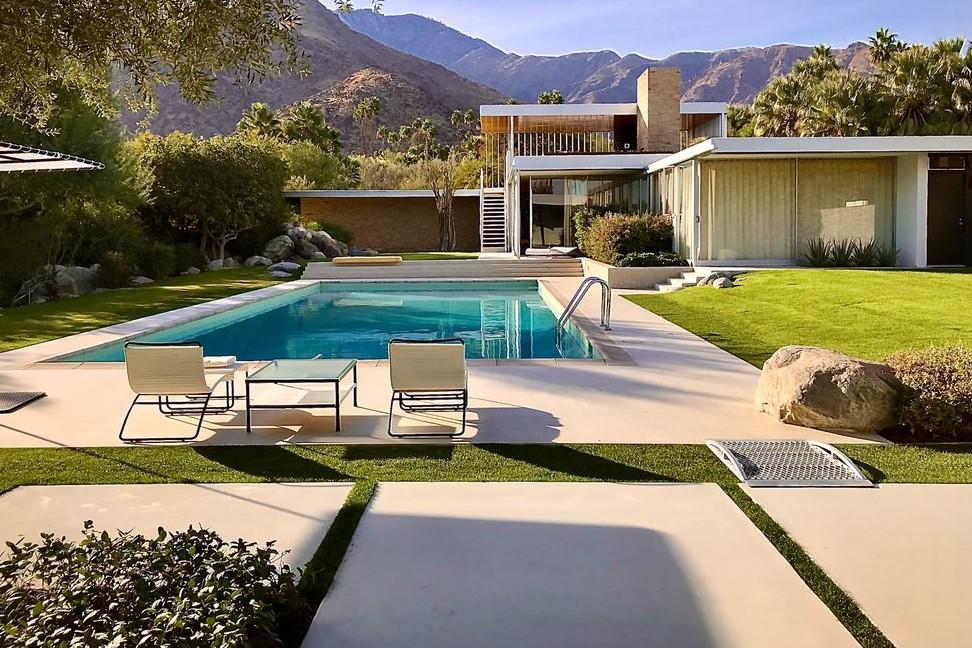 Kaufmann desert house in Palm Springs, iconic restoration by Marmol Radziner.