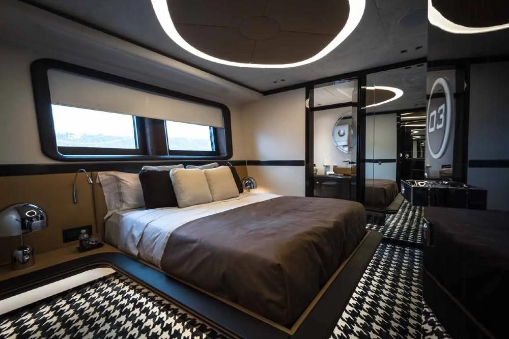New Porsche & Dynamiq hybrid luxury yacht: interior design configurator.